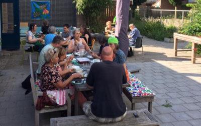 Heerlijk buiten eten bij de Klokketoren