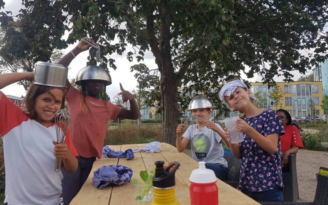 kinderen Junior project doen spannende geblinddoekte proef